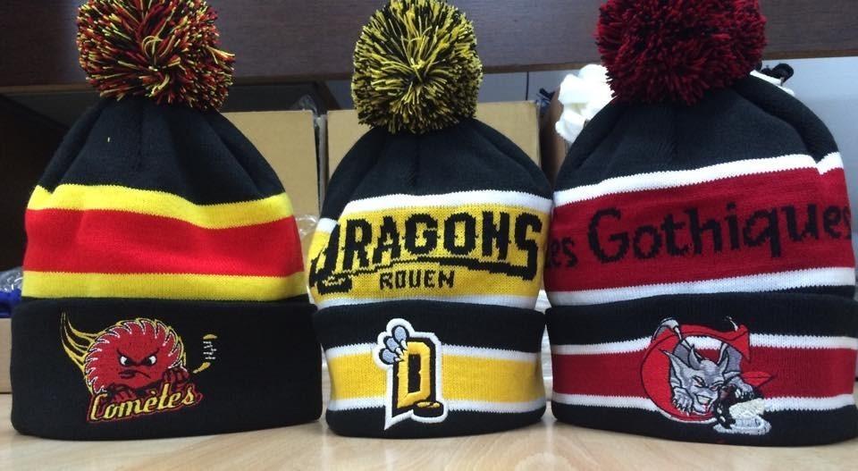 Echarpes et bonnets tricotées pour supporters